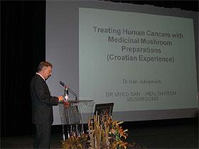Dr. Ivan Jakopović prikazuje rezultate tretmana raka ljekovitim gljivama